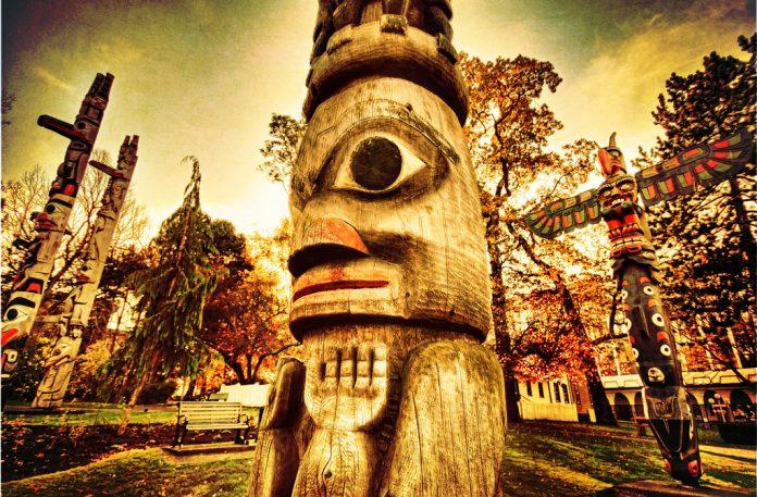 Totem Pole - Vancouver Island - Canada