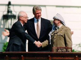 Bill Clinton Yitzhak Rabin Yasser Arafat at the White House 1993-09-13