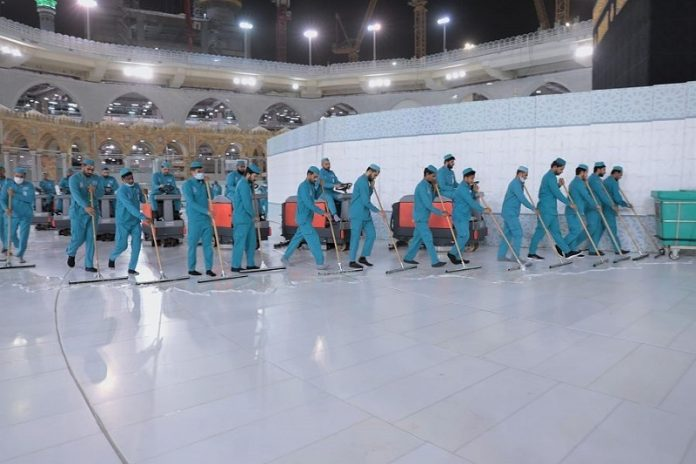 Grand Mosque in Makkah intensifies cleaning work by recruiting 3,500 workers