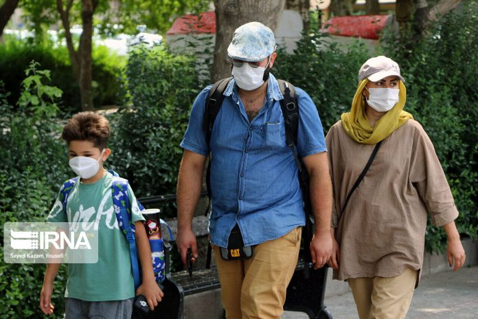 Iranians wearing face masks in public places