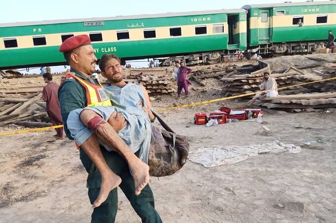 Train accident in eastern Pakistan, dozens killed