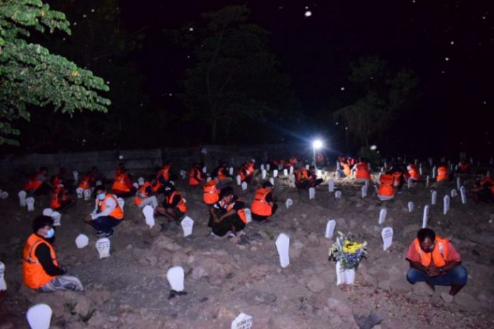Health protocol violaters ordered to pray at COVID-19 victims' graves