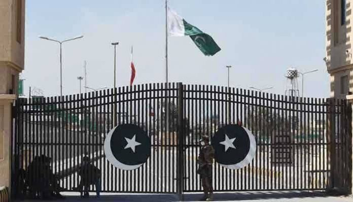 Iran sends back 1000 illegal Pakistani immigrants