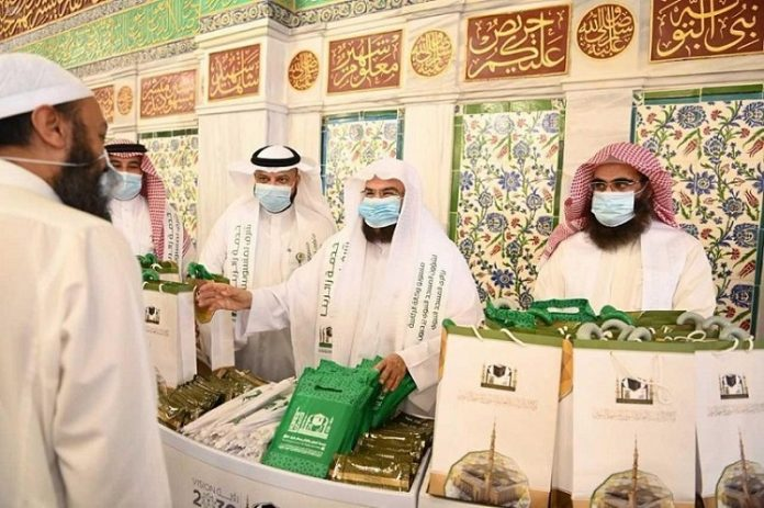 Al-Sudais inaugurates 'Serving our visitors is an honor to our staff' campaign at Prophet's Mosque