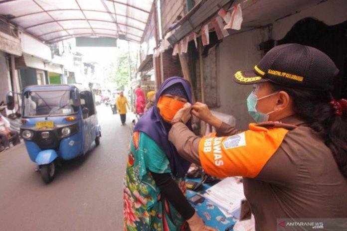 Jakarta again extends social distancing measures until Dec 6
