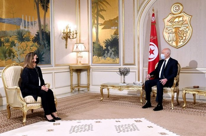 Tunisian president calls for forging exemplary relations with Libya