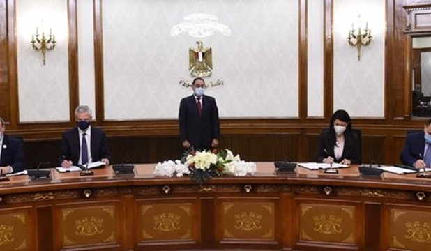 Egypt's PM witnesses signing cooperation deals with France