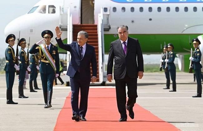 Uzbek President arrives in Dushanbe for talks with Tajik counterpart