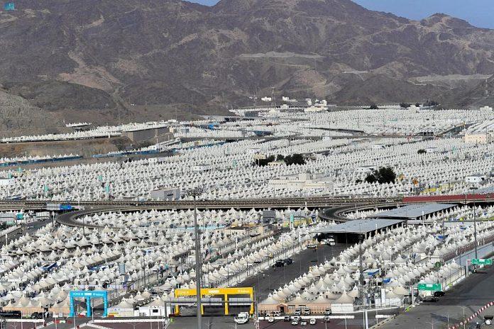 Hajj pilgrims settle in Mina to spend Tarwiyah Day