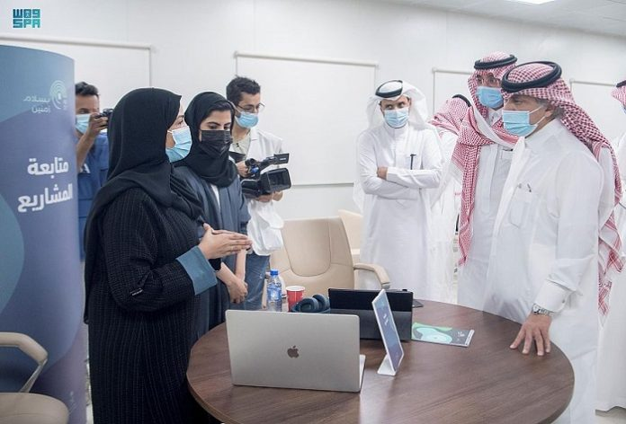 Saudi Acting Media Minister inspects media centers participating in Hajj coverage